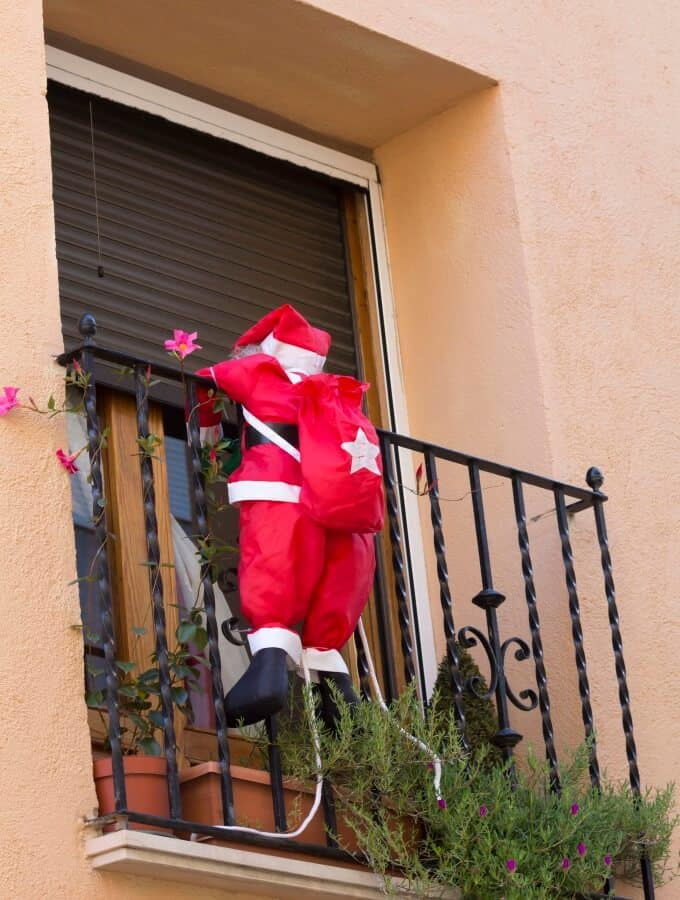Decorating An Apartment Balcony For Christmas - Image ...